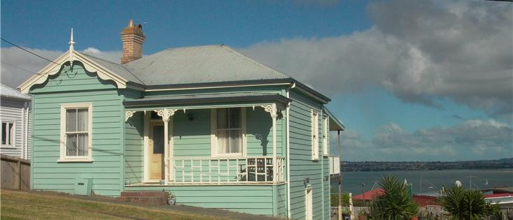 Auckland, North Shore house close to bars, cafes, ferry and bus