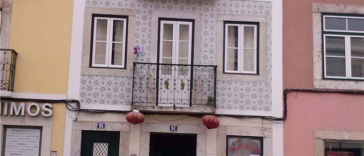 Private building at Rua de Belém, Lisbon