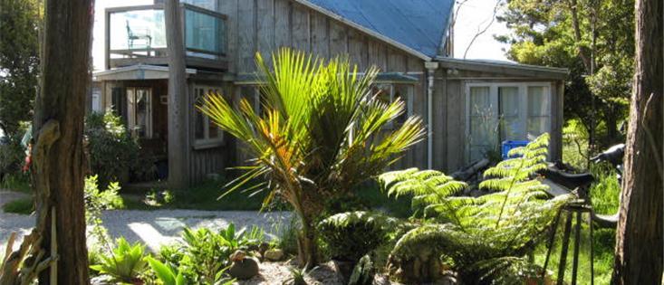 Sunny private artistic villa